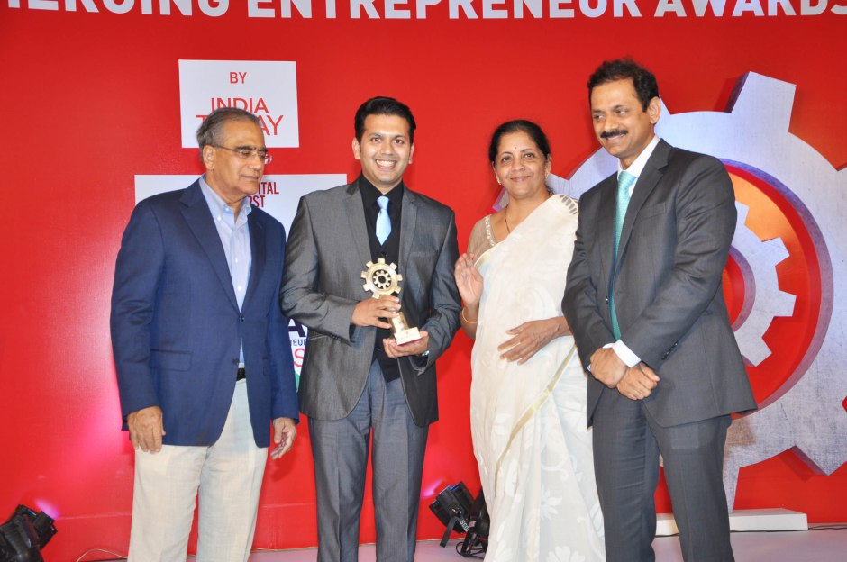 viral desai ceo zenitex wins india today make in India emerging entrepreneur award 2016
